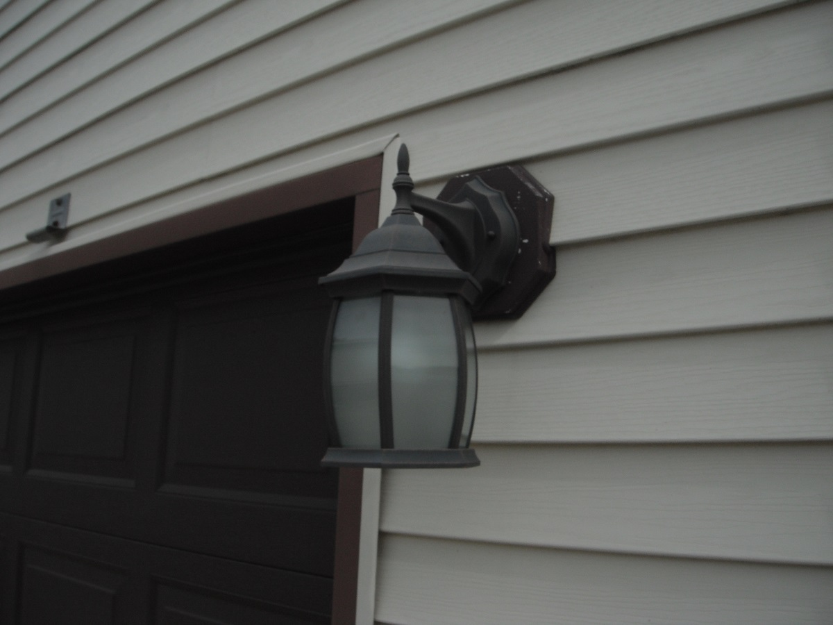 Exterior light fixture is missing a vinyl mounting block - Exterior light fixture mounting plate ...